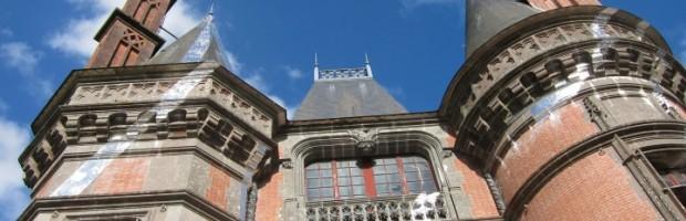 ZIGZAGS POUR LE CHÂTEAU ET ELLIPSE DE BANCS ROUGES, à partir du 9 mai au Domaine de Trévarez